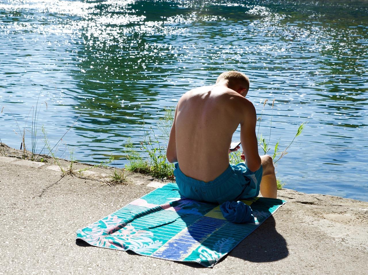 swimming-trunks-854845_1280