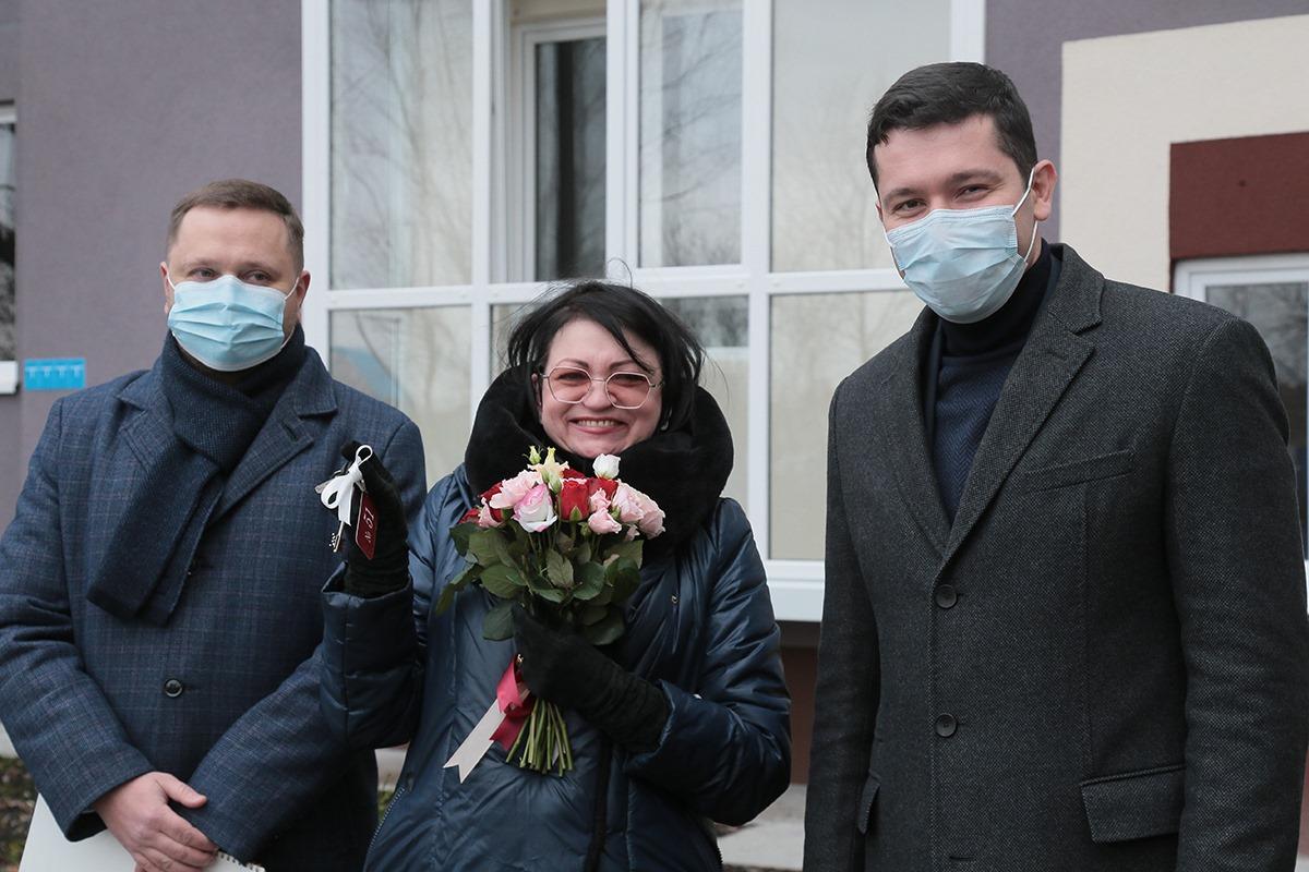 Алиханов осчастливил ключами от квартир дольщиков «Альфастроя» и «Регион-Сервиса»