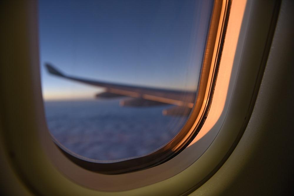 airplane-2594476_1280